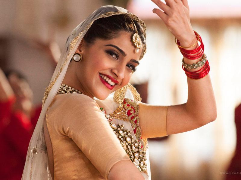 2016 Sonam Kapoor