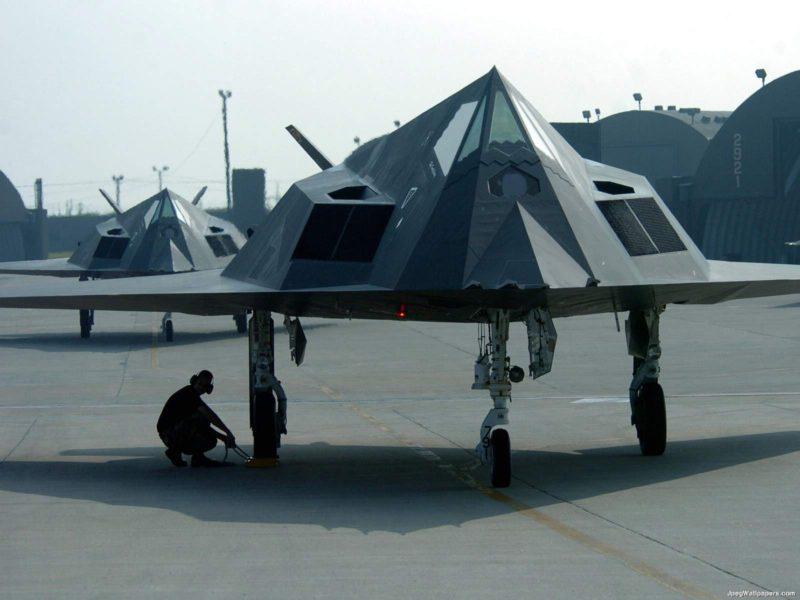 F117 Nighthawk 748664