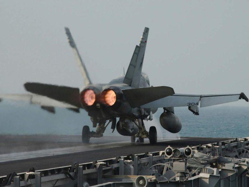 F18 Hornet 2 911277