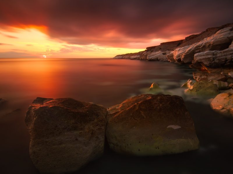 Rocky Coastline Sunset 1600×900